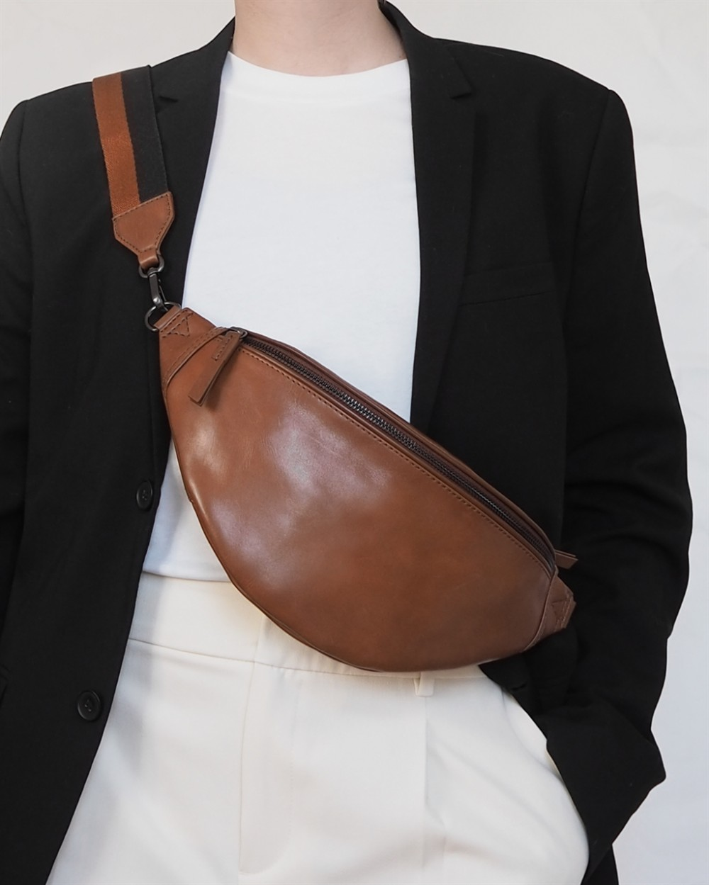 2markberg social Elinor Bum Bag Chestnut